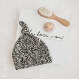 baby mutsje luipaard panter leopard prematuur